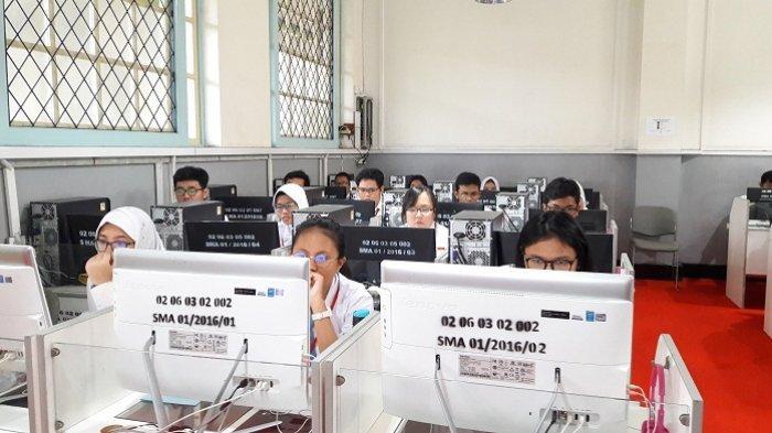 Para siswa SMAN 1 Jakarta Budi Oetomo, Sawah Besar, Jakarta Pusat, Senin (9/4/2018).