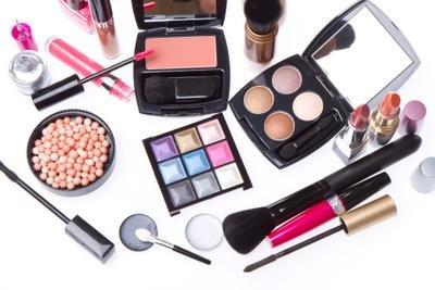 3 Cara Simpel Agar Make Up Dapat Bertahan Lama Tanpa Foundation