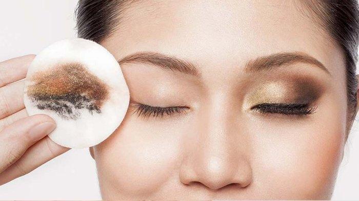 4 Kesalahan Saat Make Up: Hati-hati Bisa Bikin Wajah Berjerawat