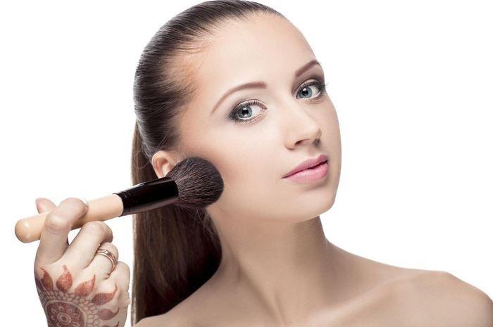 4 Tips Agar Makeupmu Glowing Seharian Tanpa Luntur, Simak yuk!