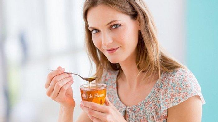 Mau Awet Muda? Yuk Simak 5 Manfaat Minum Satu Sendok Madu Setiap Pagi