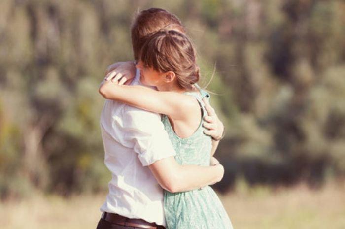 5 Zodiak yang Bisa Bikin Cowok Makin Sayang Karena Sifat Manjanya, Kamu Termasuk Nggak?
