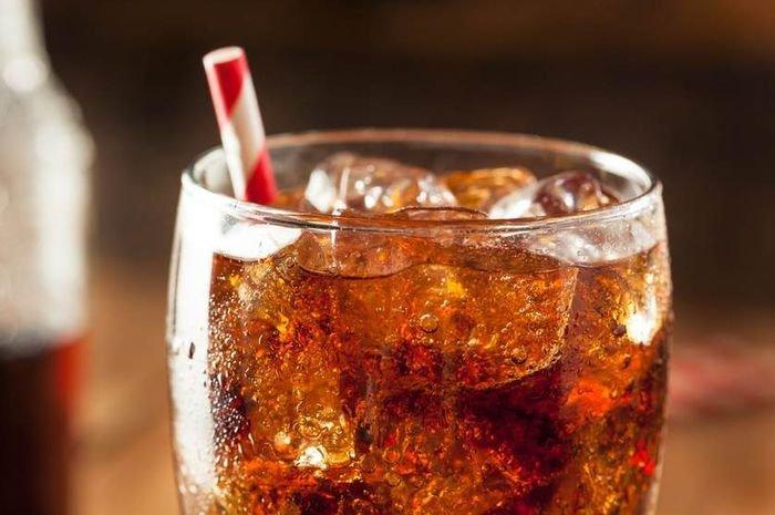 BAHAYA! Jika Mengkonsumsi 4 Makanan Ini Dengan Minuman Soda