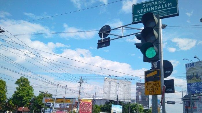 Rambu lalu lintas di simpang kebondalem Purwokerto
