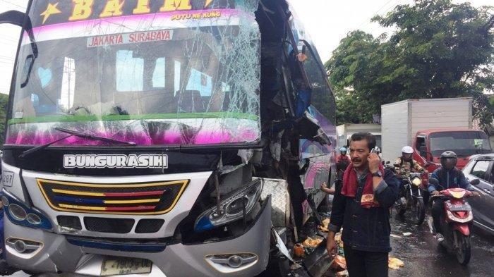 BREAKING NEWS : Kecelakaan lalu lintas Karambol di Jalan Hanoman Semarang