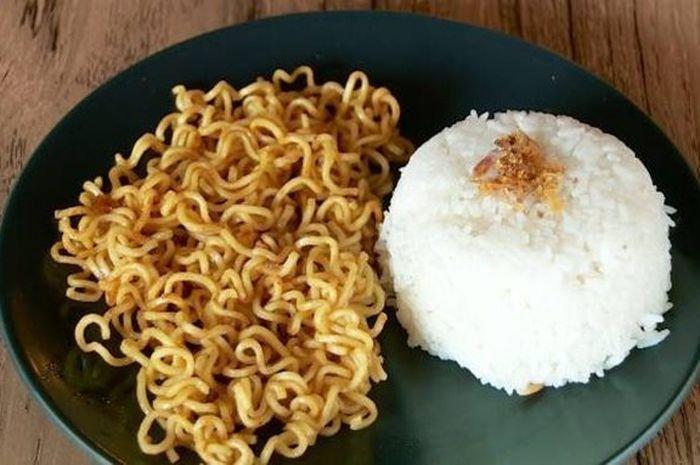 Bahaya Nih Makan Mie Instan Campur Nasi