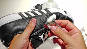 Begini, Tips Merawat Sepatu Bersol Karet Yang Benar.