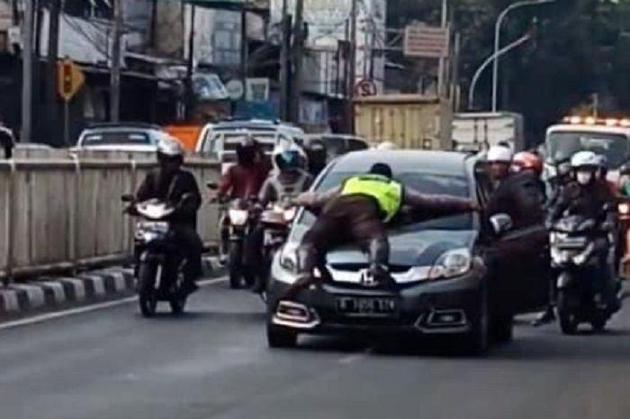 Bikin Haru, Kelanjutan Kasus Polisi Nemplok di Kap Honda Mobilio yang Sempat Gegerkan Pemotor, Istrinya Sampai Nangis