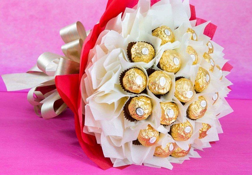 Buket cokelat memang manis diberikan kepada orang tersayang
