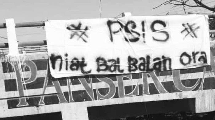 Dibentangkan di Sejumlah Jalan, Berikut Spanduk Bentuk Protes Suporter terhadap Manajemen PSIS