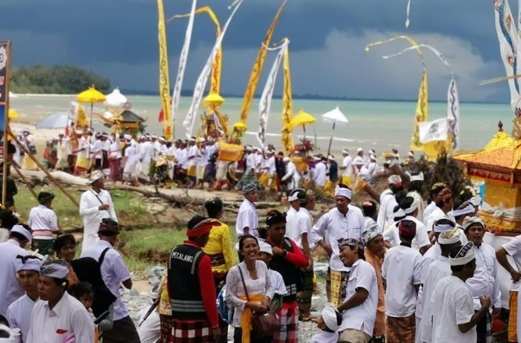 Upacara Melis di pantai Madani Kab tanah Bumbu Kalsel