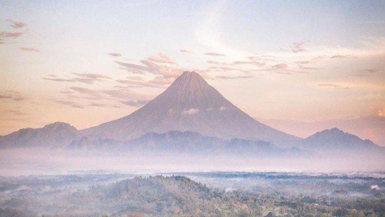 Heboh Foto Gunung Lancip Borobudur IG Kemenparekraf