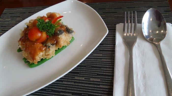 Hotel Grandika Semarang meluncurkan menu baru, Salmon Plum Tauco usung konsep modern - Tradisional