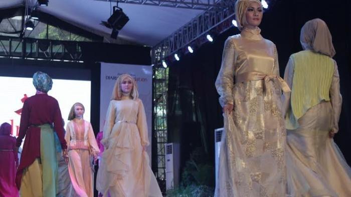 Ilustrasi Fashion Show Busana Muslim