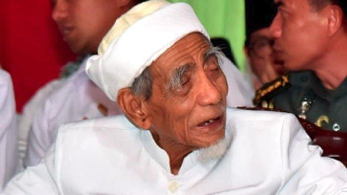 KH Maimoen Zubair alias Mbah Moen ketika dikunjungi Presiden Jokow Widodo (Jokowi)