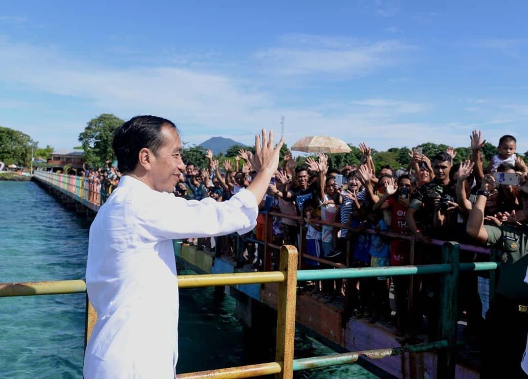 Jokowi Saat Kunjungan di Bunaken Teluk Manado