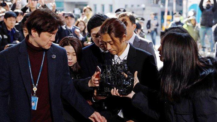 Jung Joon-young dan Choi Jong-hoon dihukum penjara karena perkosaan berkelompok