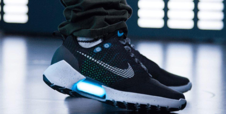 Keren, Sepatu Nike Ini Bisa Ikat Tali Sendiri!