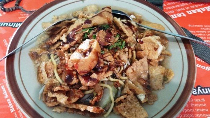 Kuliner Semarang-Mi Kopyok Pak Dhuwur Kyai Saleh, Wajib Coba Bagi yang Suka Mi Berkuah.