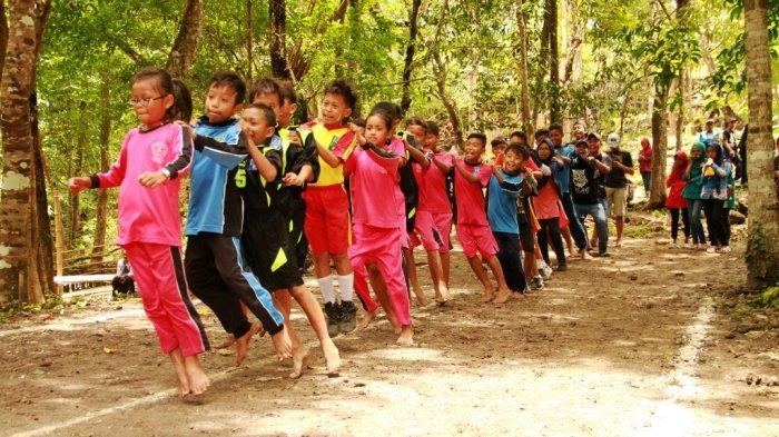 Lomba Dolanan Tradisional di Kampoeng Dolano Kulonprogo Melatih Kerjasama dan Insting Anak