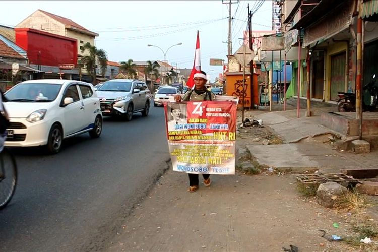 Mahmudin Jalan Kaki Dari Wonosobo Ke Jakarta Demi Upacara Hut Bersama Dengan Jokowi