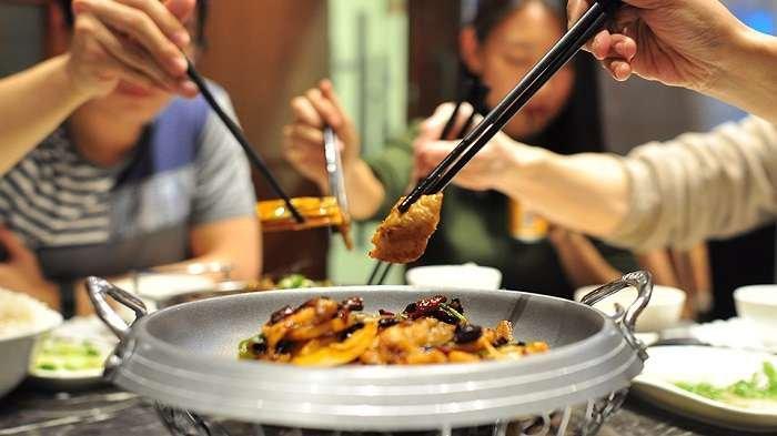 Mulai sekarang coba deh sendok dan garpumu diganti dengan sumpit | Chinatown
