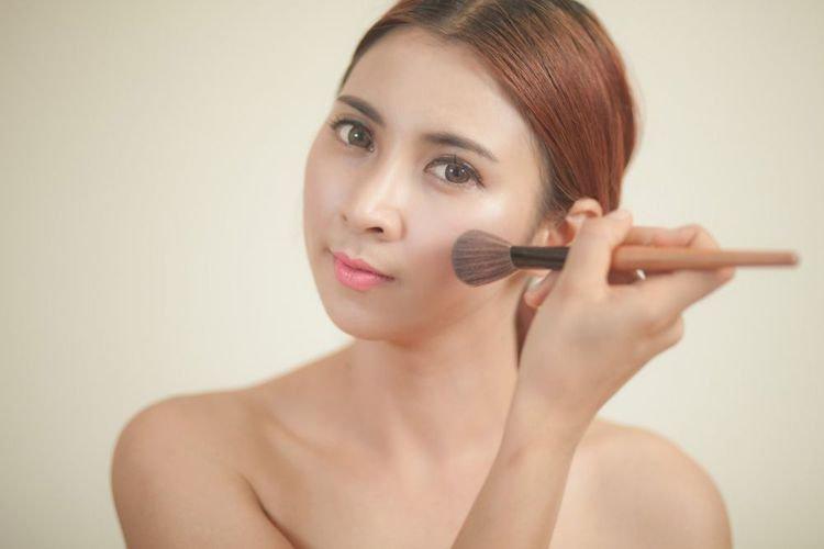 Ngeri! 8 Tanda Produk Kosmetik Ancam Rusak Kulit Wajah