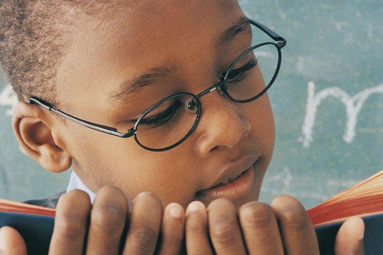 Orang Berkacamata Lebih Cerdas Dan Berumur Panjang, Mitoskah?