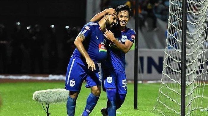 Striker PSIS Semarang, Claudir Marini Junior, merayakan gol yang dicetaknya ke gawang PSM Makassar pada pekan ke-29 Liga 1 2019, Rabu (27/11/2019).