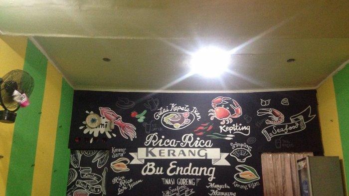 Pelanggan Harus Rela Antri Demi Rica-Rica Kerang Bu Endang di Semarang