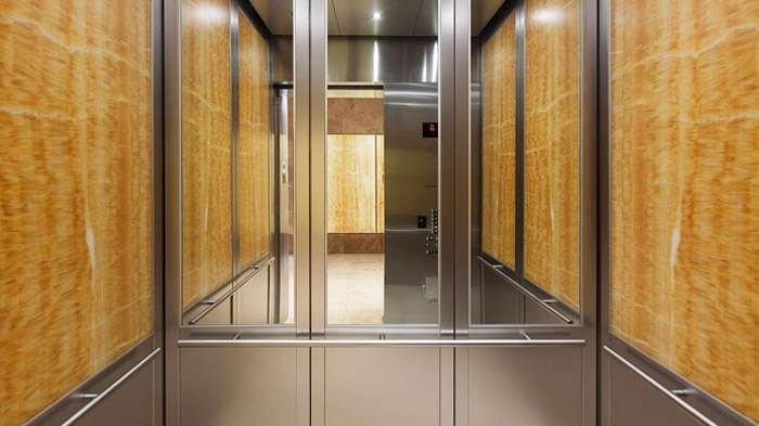 Penasaran?, Kenapa Lift Terdapat Sebuah Cermin, ini dia Penjelasannya