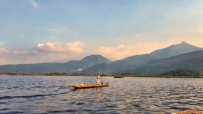 Prakiraan Cuaca BMKG Jawa Tengah Hari Ini :  Berikut  Wilayah Berpotensi Hujan Lebat Disertai Petir