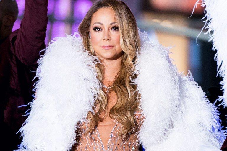 Ritual Kecantikan Yang Dilakukan Mariah Carey Salah Satunya Dengan Mandi Susu