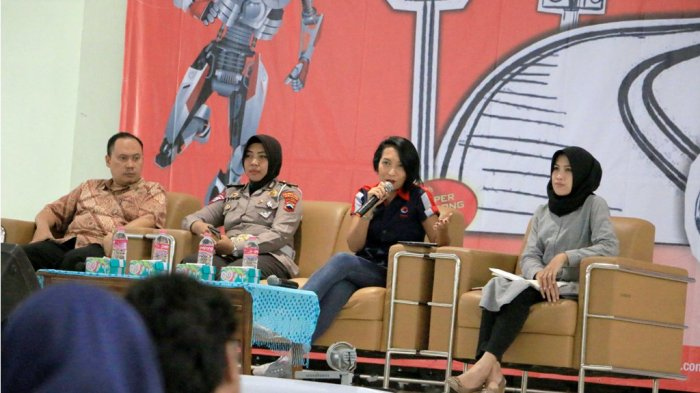 Seminar Safe Riding di Universitas Diponegoro Semarang