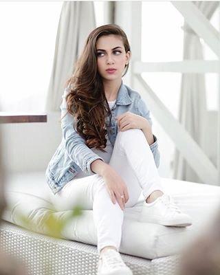 Selebgram Cantik Berdarah Arab Yaman Ini Melebarkan Sayap Menjadi Beauty Vlogger!