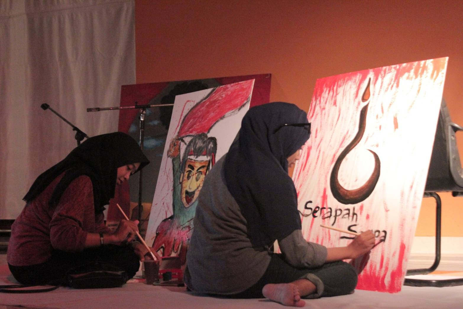 Instalasu karya sastra dan lukis di acara Parlansa Undip 2017
