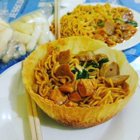 Sensasi Makan Mie Langsung Dari Mangkuk Di Mie Ayam Pak Joko