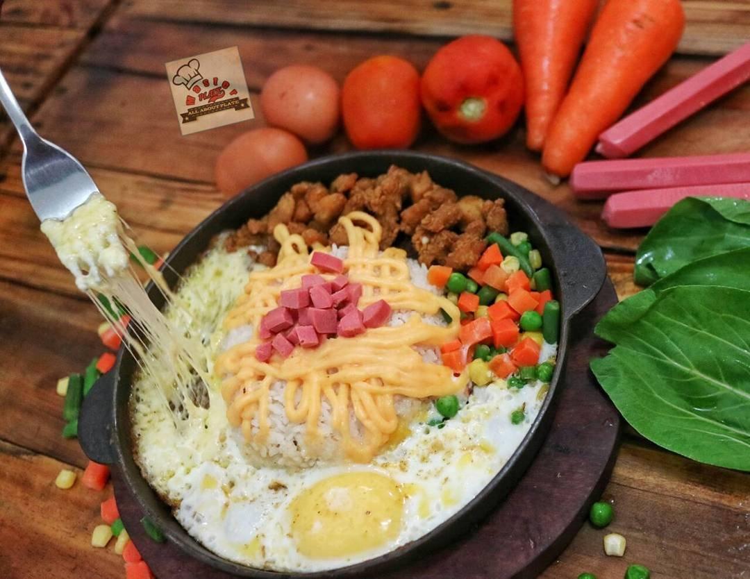 Hidangan lezat dan nikmat dengan baluran saus mozarella di Master Plate Semarang