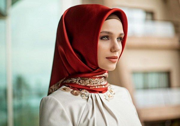 Model hijab dan bahan yang cocok untuk ke pesta