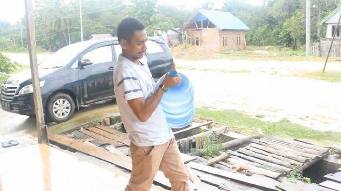 Siapa Sangka pria pengantar galon ini sukses menjadi Anggota DPRD