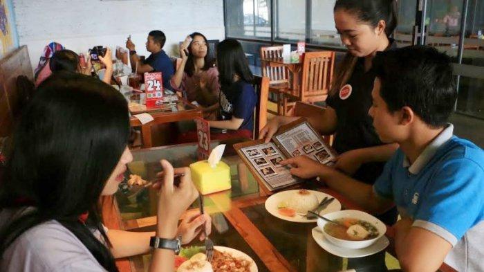 Restoran Social Canteen yang berada di Jalan Setiabudi no 75, Banyumanik, Semarang, mengenalkan menu paket sarapan dan makan siang dengan harga Rp 12-