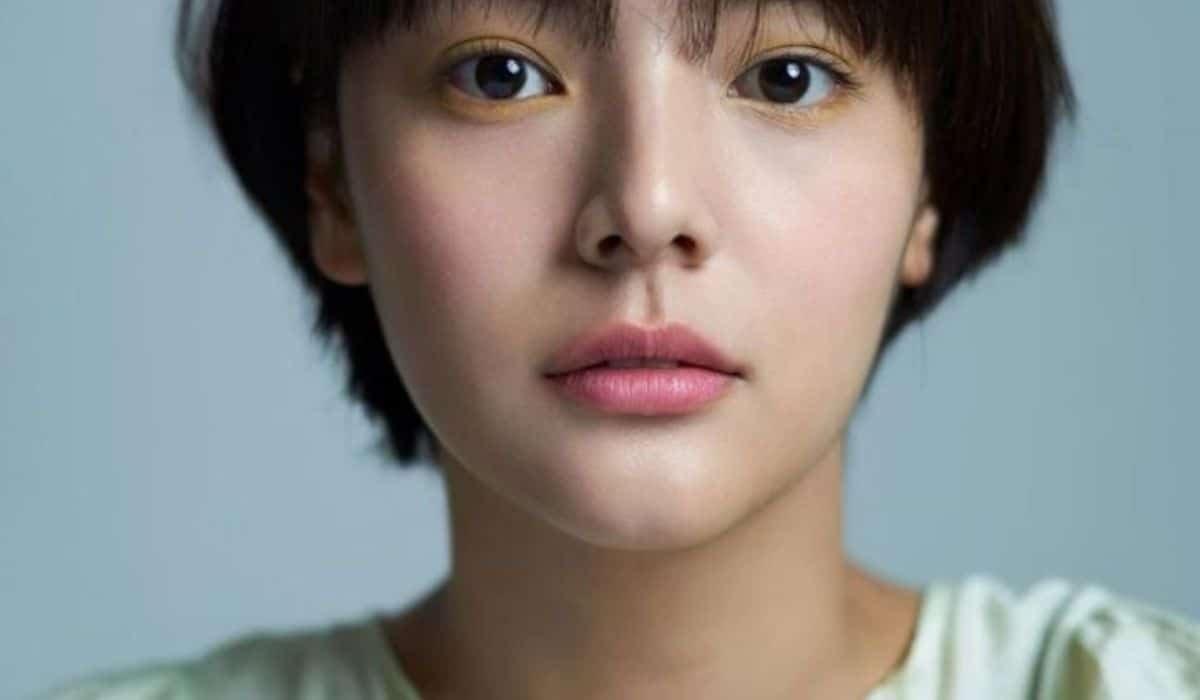 Aktris-model Korea Selatan Song Yoo-jung meninggal pada usia 26