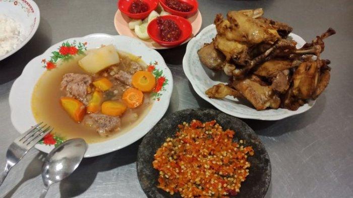 Tak Rugi Antre 1 Jam Daging Ayam Goreng Pak Supar di Semarang Ini Lembut dan Bikin Ketagihan