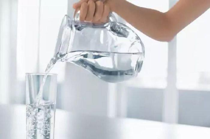 Jangan minum air tepat sebelum, saat dan sesudah makan