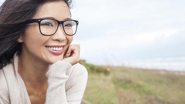 Tips Tampil Lebih Menarik dan Percaya Diri Dengan Kacamata