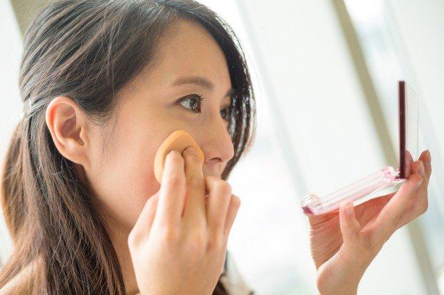 Tips menutupi jerawat dengan makeup agar terlihat mulus