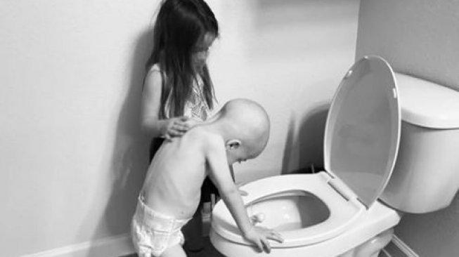 Viral Kisah Haru Aubrey, Kakak yang Hibur Adiknya Karena Sakit Leukemia