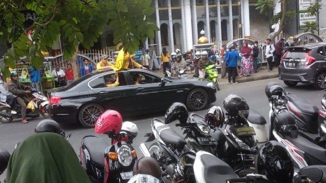 Viral Mahasiswa Demo Naik BMW, Seberapa Mewah Harganya?