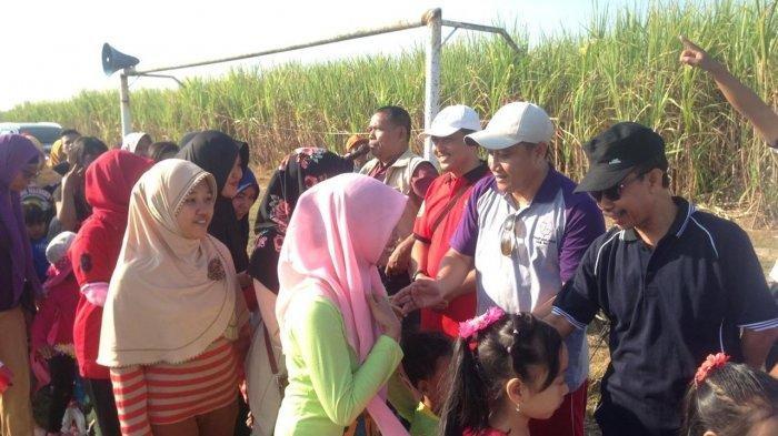 Wakil Bupati Pati Saiful Arifin (baju ungu) menghadiri Gebyar Sedekah Bumi dan Peringatan HUT ke-74 RI di Lapangan Desa Pagerharjo, Kecamatan Wedarija