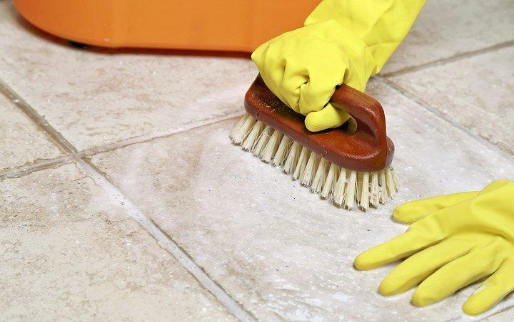 membersihkan lantai kamar mandi Tidak Akan Susah lagai Dengan Menggunakan Cuka